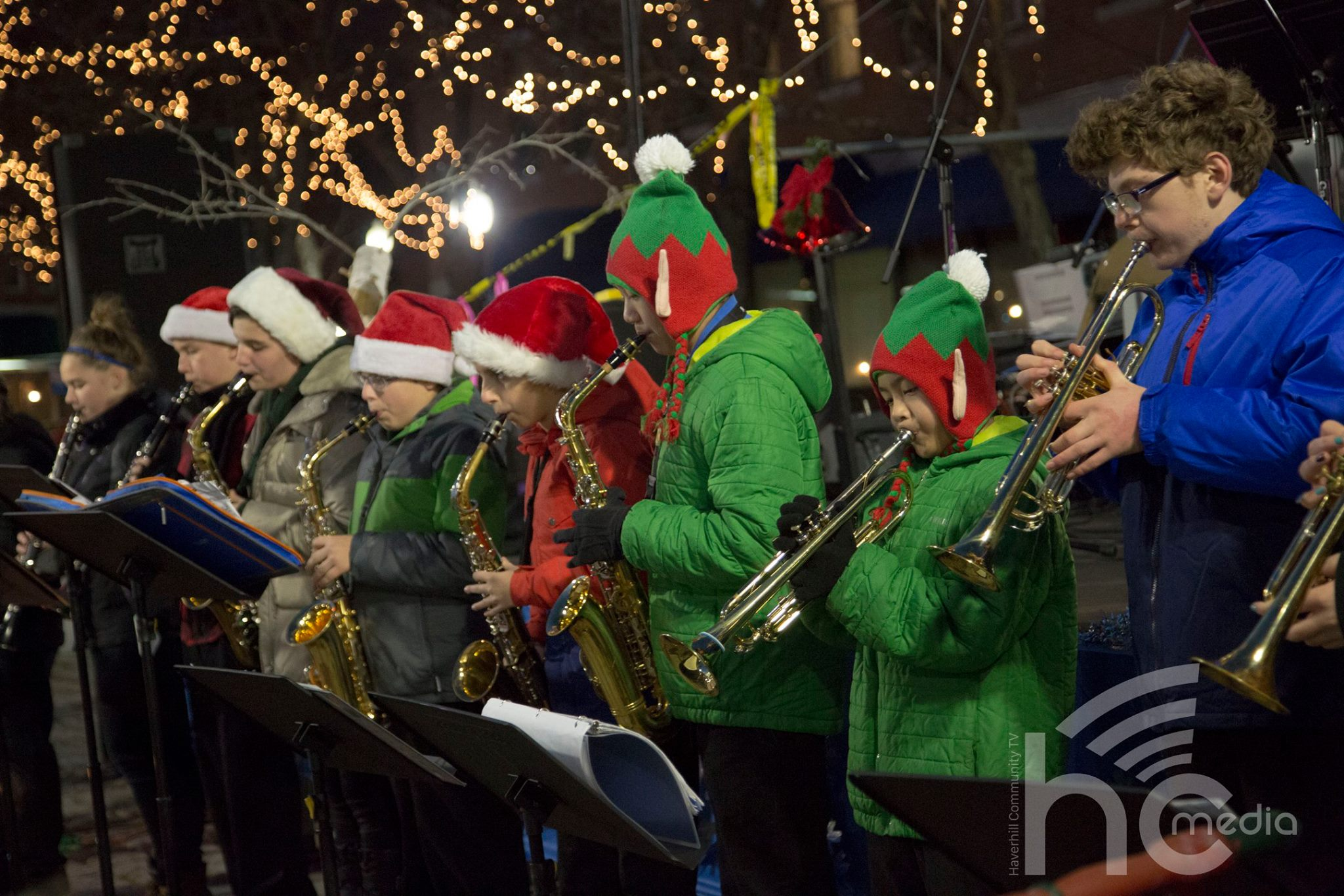 middle-school-band-at-christmas-stroll